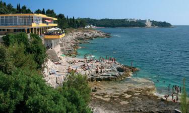 Oplev kulturhistorie i Pula by og vandsport langs kysten