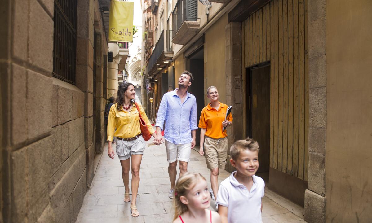 Familie på tur på krydstogt