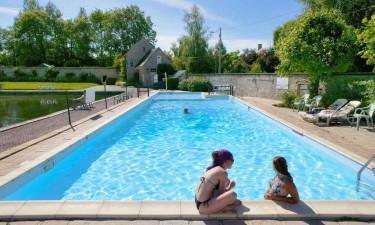 Hyggeligt poolområde til både vandplask og afslapning