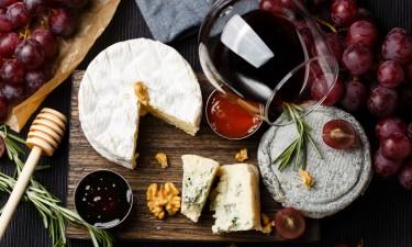 Fransk inspirieret mad i form af ost og vin