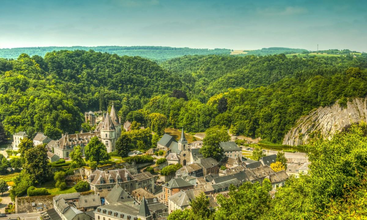 Durbuy i Ardennerne i Belgien - Skovrig by