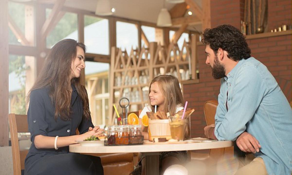 Villages Nature® Paris - Familie på restaurant