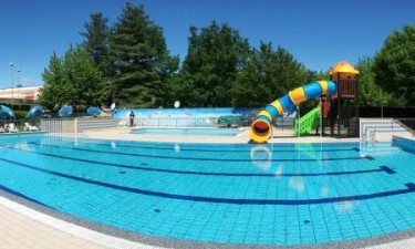 Indbydende pool og badesø