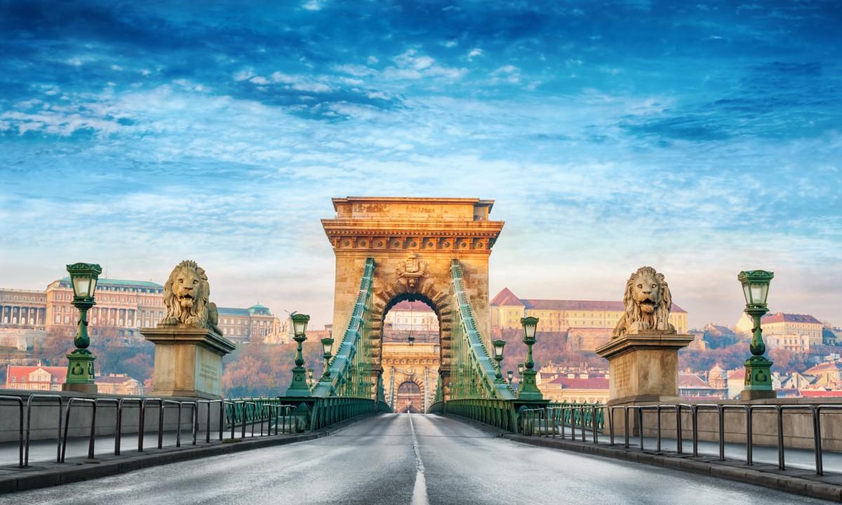 Bro i Budapest i Ungarn
