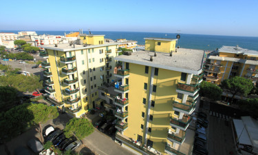 Central beliggenhed ved stranden og Adriaterhavet
